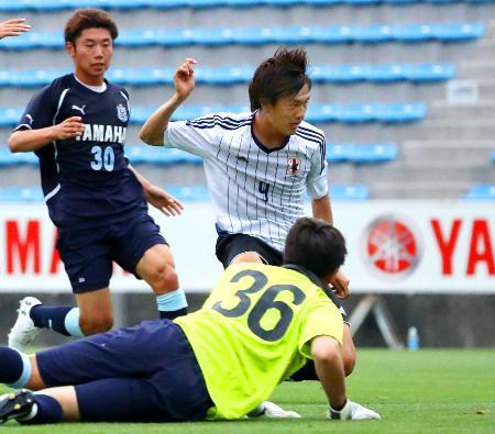磐田との練習試合でゴールを決めるU―20日本代表の小川(奥右)=ヤマハ