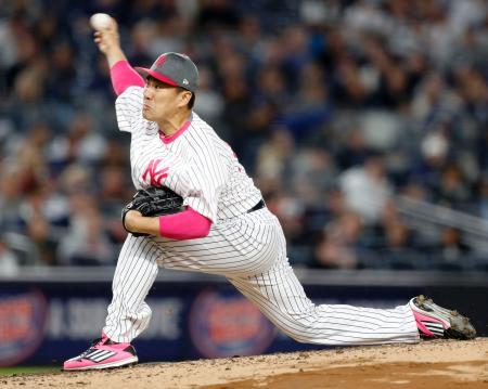 アストロズ戦に先発し、4本塁打を含む7安打8失点で2回途中に降板したヤンキース・田中=ニューヨーク(共同)
