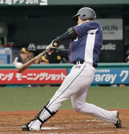 2回西武2死一、三塁、浅村が左越えに通算100本塁打となる3ランを放つ=メットライフドーム