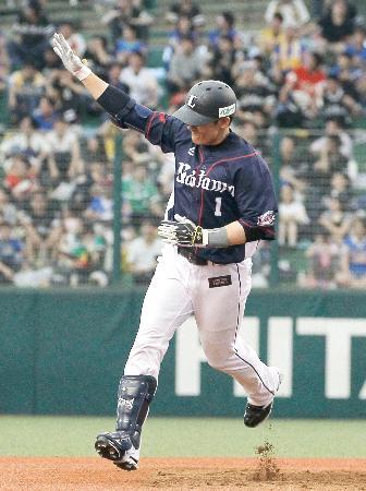 9回、サヨナラ本塁打を放ち、二塁を回る西武・栗山=メットライフドーム