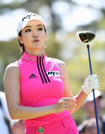 日本女子ツアーのデビュー戦となったサロンパス杯ゴルフ第2日、通算5オーバーで58位のアン・シネ=茨城GC