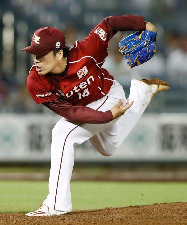 オリックス戦で中島宏之選手から空振り三振を奪い、6試合連続2桁奪三振のプロ野球記録に並んだ楽天の則本昂大投手=25日、ほっともっとフィールド神戸
