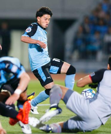 川崎―ムアントン 前半、2点目のゴールを決める川崎・長谷川=等々力
