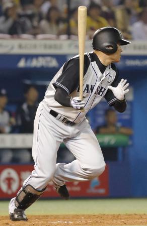 5回阪神無死一、二塁、福留が左前に勝ち越し打を放つ=ZOZOマリン