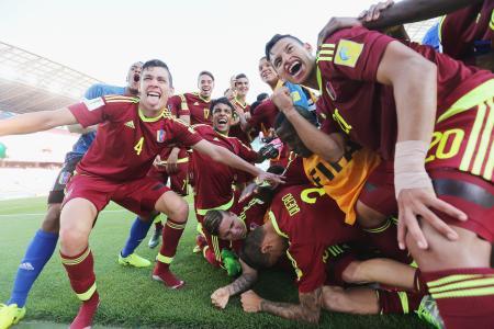 喜ぶベネズエラの選手たち=4日、全州(ゲッティ=共同)