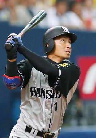 3回阪神2死一、二塁、鳥谷が右越えに3ランを放つ=京セラドーム