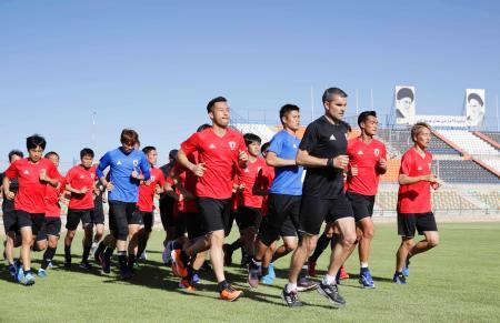 サッカーW杯アジア最終予選のイラク戦に向け調整する日本イレブン=テヘラン(共同)