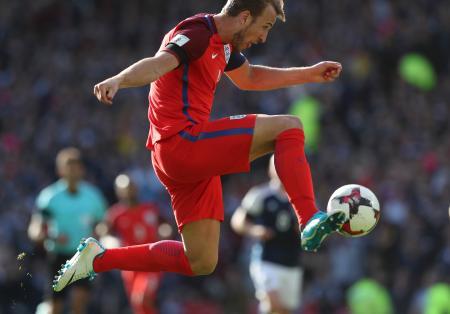 W杯欧州予選F組、後半ロスタイムに同点ゴールを決めたイングランドのケーン=10日、グラスゴー(AP=共同)