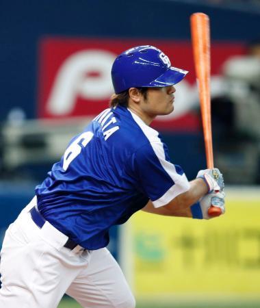 8回中日2死一、三塁、平田が中前に適時打を放つ=京セラドーム