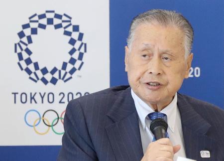 2020年東京五輪・パラリンピック組織委員会の理事会であいさつする森喜朗会長=12日午後、東京都港区