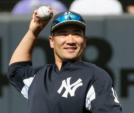 ダルビッシュと投げ合う予定の次回先発に向け、笑顔で調整するヤンキース・田中=ニューヨーク(共同)