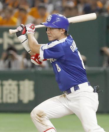 7回中日2死一、二塁、大島が中前に適時打を放つ=東京ドーム