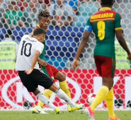 ドイツ―カメルーン 後半、先制ゴールを決めるドイツのデミルバイ(10)=ソチ(共同)