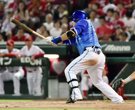 5回DeNA2死二塁、宮崎が右翼線に勝ち越し打を放つ=マツダ
