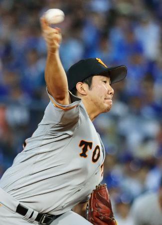 8回無失点で10勝目を挙げた巨人・菅野=横浜