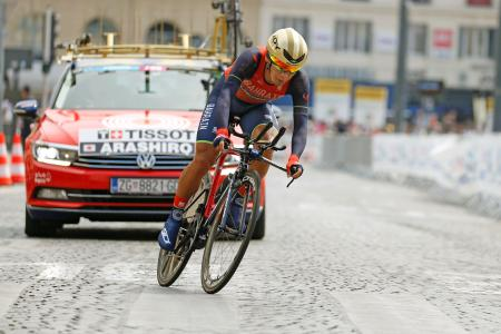 ツール・ド・フランスの第20ステージを走る新城幸也(共同)