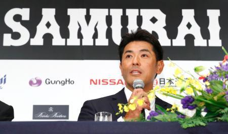 野球日本代表の監督就任が発表され、記者会見で意気込みを語る稲葉篤紀氏=31日午後、東京都内のホテル
