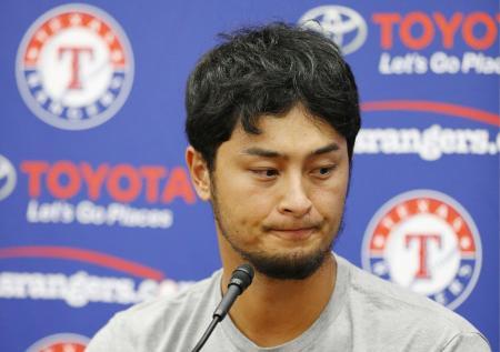 レンジャーズからドジャースへの移籍が発表され、記者会見するダルビッシュ有投手=7月31日、米テキサス州アーリントン(共同)