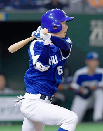 8回中日2死二塁、京田が中前に勝ち越し打を放つ=東京ドーム