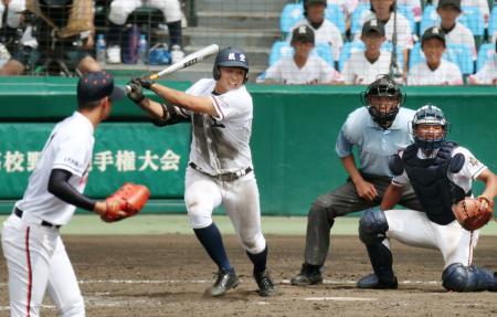 木更津総合―日本航空石川 9回表日本航空石川2死一、三塁、上田が左前に勝ち越し適時打を放つ。投手山下、捕手芦名=甲子園