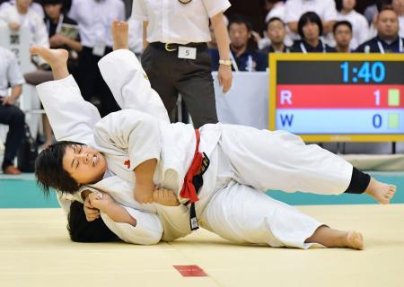 女子78キロ超級決勝 小杉・松田美悠(下)を破り優勝した南筑・素根輝=郡山総合体育館