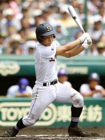 三本松―下関国際 6回表1死一、二塁、渡辺が右前に適時打を放つ=甲子園