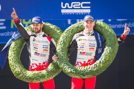 ラリー・フィンランドでWRC初優勝を果たし喜ぶラッピ(右)=TOYOTA GAZOO Racing