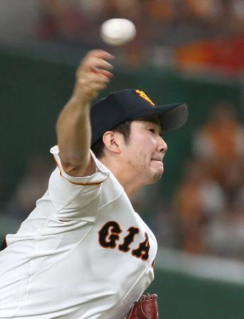8回途中1失点で13勝目を挙げた巨人・菅野=東京ドーム