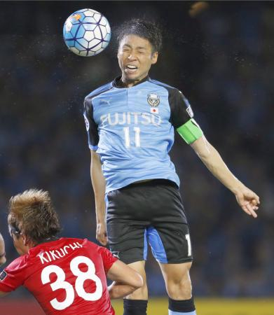 川崎―浦和 後半、ヘディングで自身2点目のゴールを決める川崎・小林=等々力