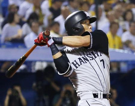 5回阪神無死、糸井が右越えに本塁打を放つ=神宮