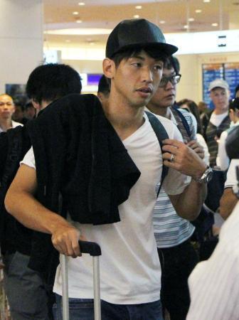 オーストラリア戦のため帰国した大迫勇也=27日午前、羽田空港