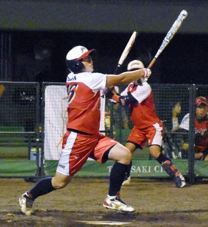 決勝の米国戦で、サヨナラ犠飛を放つ藤田=高崎市城南野球場