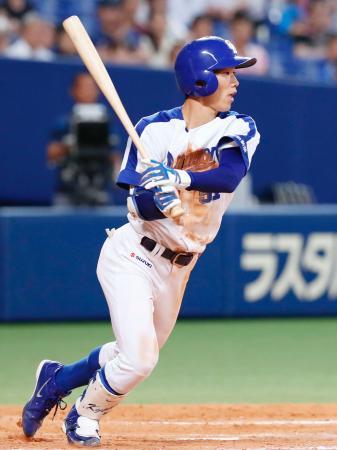 8回中日2死一、二塁、京田が右前に決勝打を放つ=ナゴヤドーム