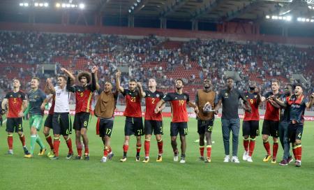 サッカーのワールドカップ本大会出場を決めて喜ぶベルギーの選手=アテネ(AP=共同)