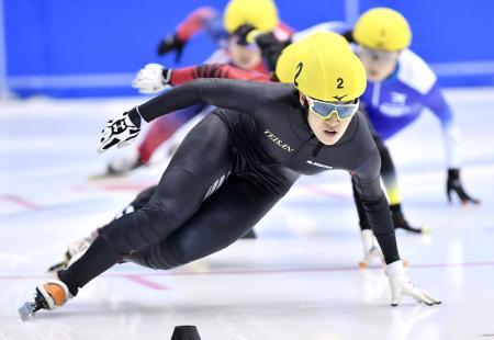 女子1500メートル決勝 1位の神長汐音=帝産アイススケートトレーニングセンター