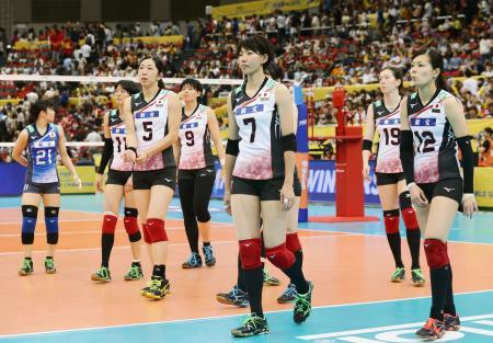 1―3で中国に敗れ、引き揚げる日本=名古屋市ガイシプラザ