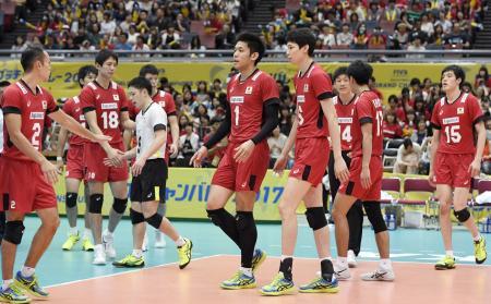 ブラジルにストレートで敗れ、5戦全敗の最下位に終わった日本=大阪市中央体育館