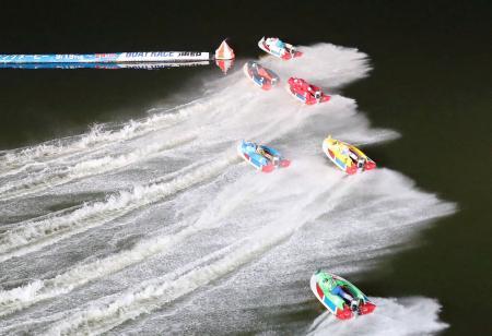 優勝戦で1周目1マークを回る各艇=ボートレース蒲郡
