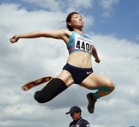 陸上ジャパンパラの女子走り幅跳び(切断などT44)で優勝した中西麻耶=とうほう・みんなのスタジアム