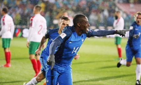 ブルガリア戦で決勝点となる先制ゴールを挙げ、喜ぶフランスのマチュイディ(14)=ソフィア(ロイター=共同)