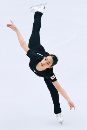 中国杯の非公式練習で調整する三原舞依=北京(共同)