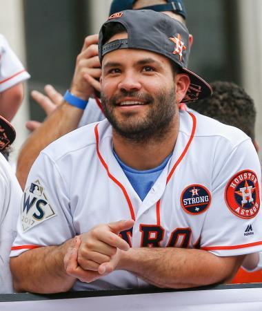 アストロズの優勝パレードで笑顔を見せるアルテューベ=3日、ヒューストン(ゲッティ=共同)
