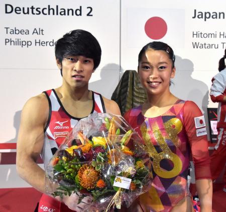 スイス杯で2位に入った谷川航(左)と畠田瞳=チューリヒ(共同)