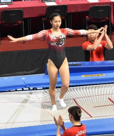 女子個人決勝で銀メダルを獲得した岸彩乃=ソフィア(共同)