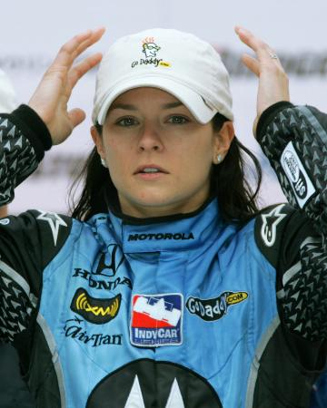 自動車のインディカー・シリーズで女性として初めて優勝したダニカ・パトリックさん=2008年