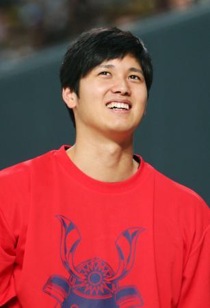 11月26日のファン感謝イベントで笑顔を見せる日本ハムの大谷翔平選手=札幌ドーム