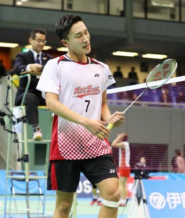 男子シングルス準々決勝で敗れ、悔しがる桃田賢斗=駒沢体育館