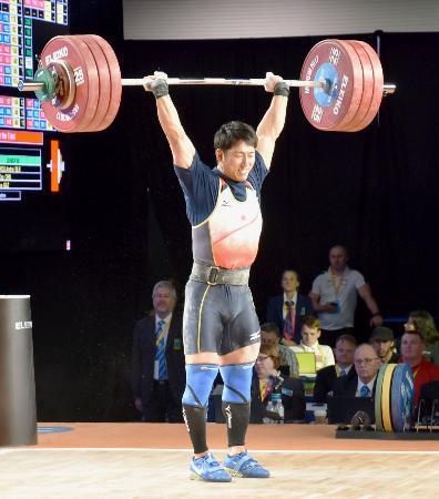 男子85キロ級 トータル341キロで、10位に終わった山本俊樹のジャーク=アナハイム(共同)