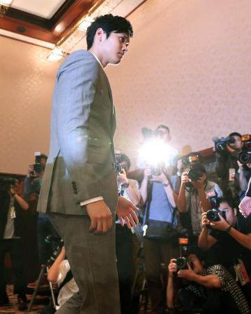11月11日、記者会見に臨むプロ野球日本ハムの大谷翔平選手=東京・内幸町の日本記者クラブ