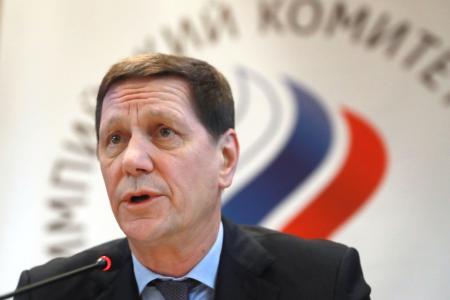 モスクワで開催されたロシア・オリンピック委員会の総会後に記者会見するジューコフ会長=12日(タス=共同)
